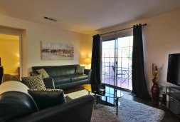 short-term-rentals-henderson-702-housing-hillpointe-living-room-1